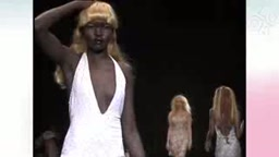 That Classic moment when Alek Wek threw away her blonde wig