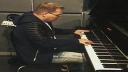 Watch Scott Storch Run Through His Classic Hits Like Still Dre On Piano
