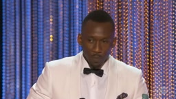 Muslim 'Moonlight' Actor Mahershala Ali CALLS OUT Trump Ban in SAG Awards Speech